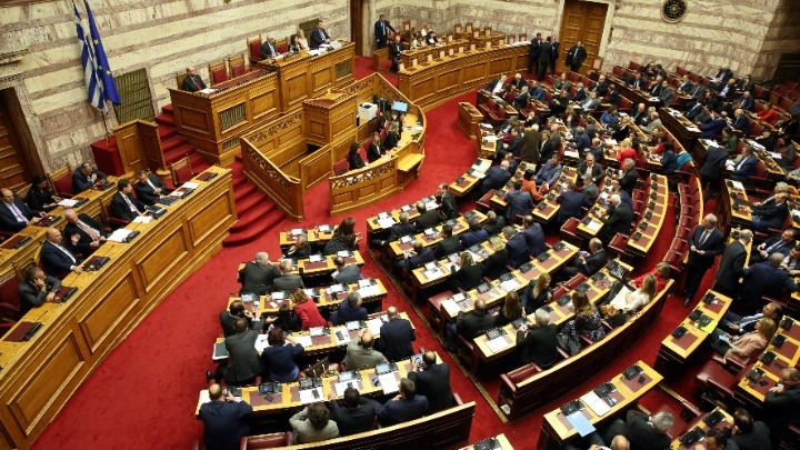 Βουλή:-πρόταση μομφής στον ΥΠΟΙΚ: Ο Γ. Γεραπετρίτης, εκ μέρους της κυβέρνησης, ζήτησε να ξεκινήσει άμεσα η τριήμερη διαδικασία