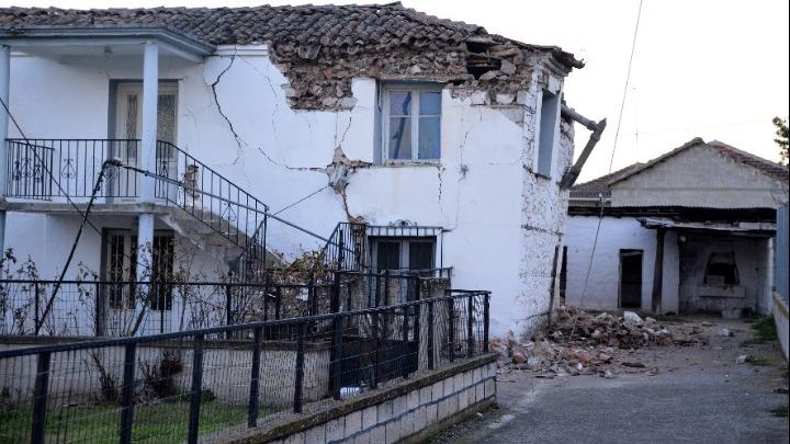 Έλεγχοι των κτιρίων για τις ζημιές από το σεισμό στην Ελασσόνα