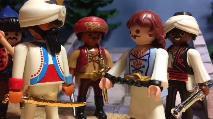 Ο Θεσσαλονικιός Τ. Πανταζόπουλος αναπαριστά τη μάχη της Αλαμάνας σ' ένα διόραμα με playmobil